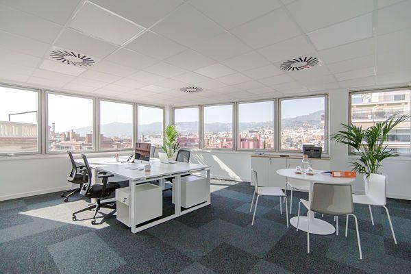 Alquiler de oficinas en Barcelona, Sarrià-Sant Gervasi. Despachos independientes en Business Center.