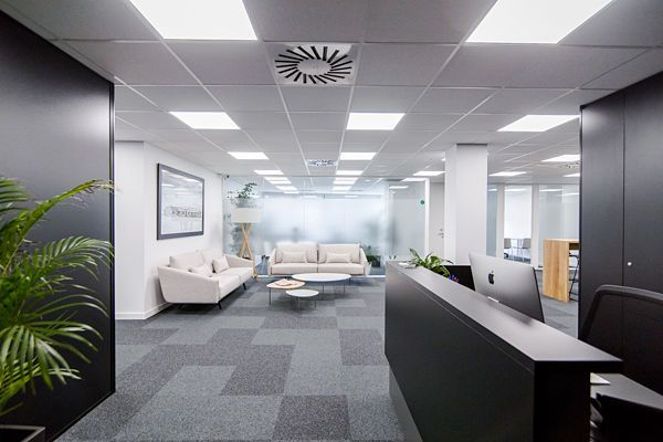 Alquiler de oficinas totalmente equipadas e independientes con zonas comunes