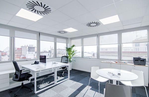 Oficinas en alquiler en centro de negocios. Despachos totalmente independientes.